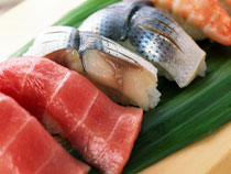 Порция рыбы должна быть в два раза больше, чем норма мяса, так как ее калорийность ниже.